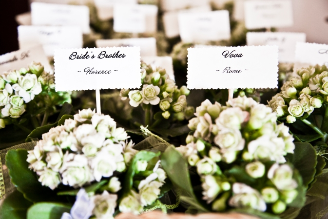 Wedding in Tuscany. Place cards ideas with plants