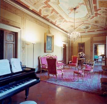 Зал дворца в центре Флоренциирц