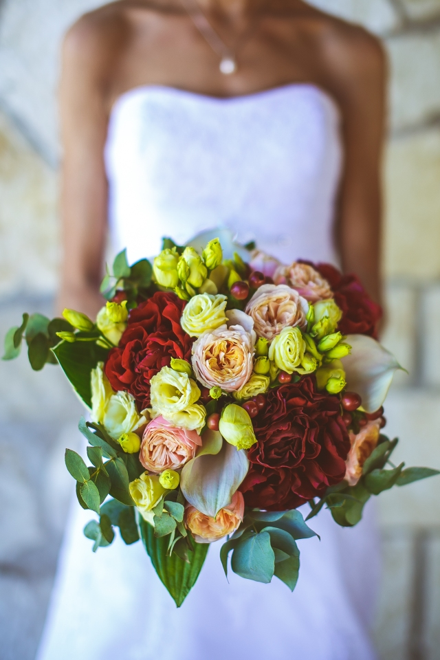 Свадьба на Сицилии. Букет невесты. Бургунди