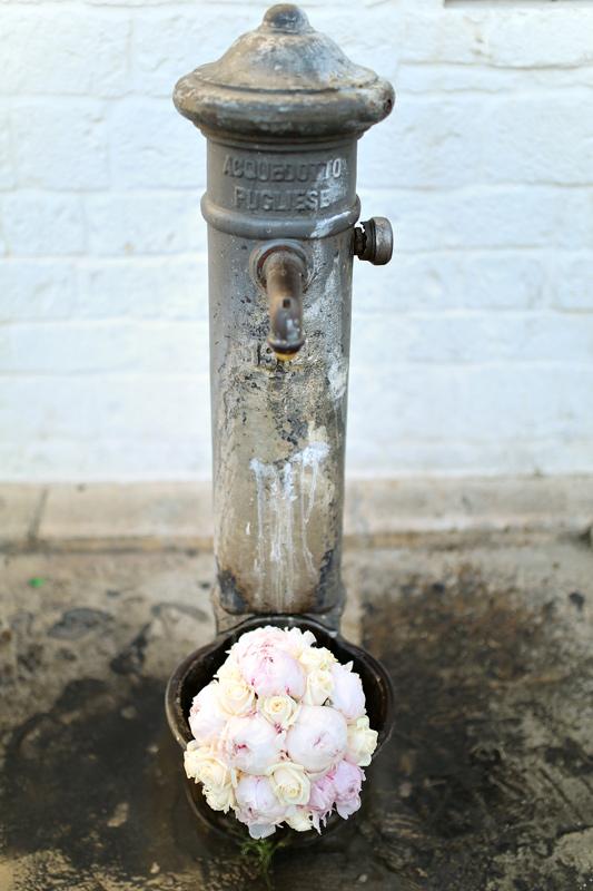 Свадьба в Апулии. Букет невесты пионы. / Wedding in Puglia. Bridal bouquet peonies