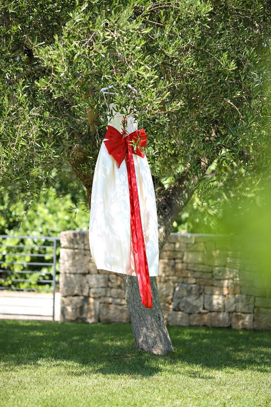 Свадьба в Апулии. Свадебное платье с красным бантом. Wedding in Puglia. Wedding dress with red ribbon
