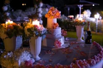 Свадьба в Тоскане. Свадебный торт с мастикой и сахарными цветами/ Wedding in Tuscany. Total white wedding cake with sugar peonies