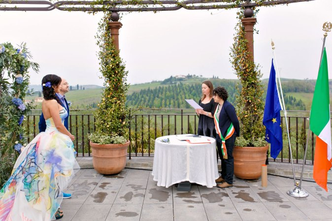 Wedding in Tuscany. Official wedding ceremony in Italy
