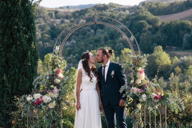 wedding in tuscany ceremony arch ideas