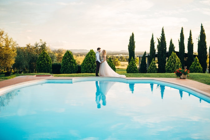wedding in umbria farmhouse with pool