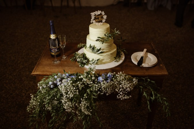Wedding in Tuscany. Wedding cake